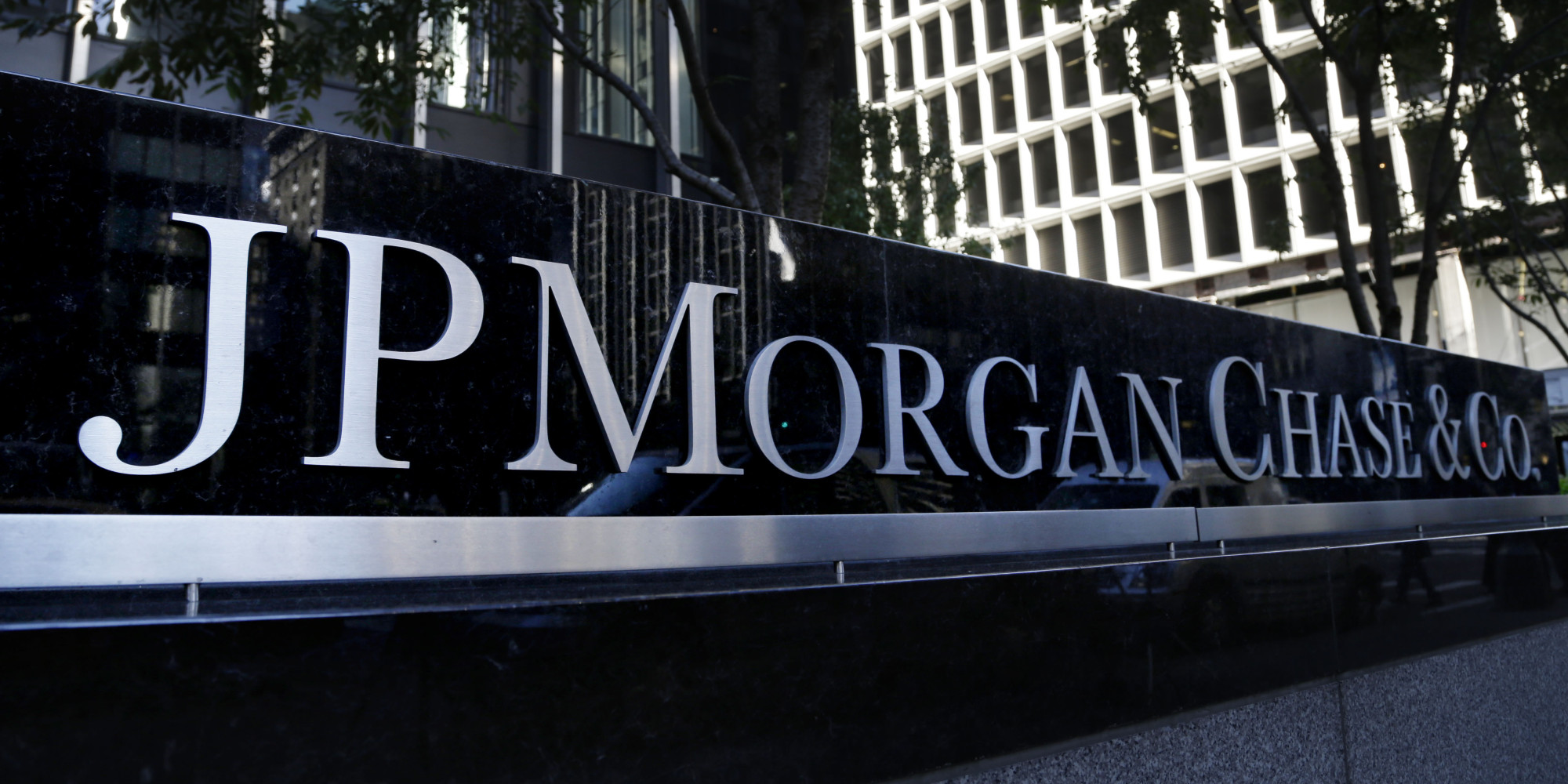 JP Morgan & Chase Co (JPM)